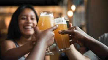 trinquer amis bar