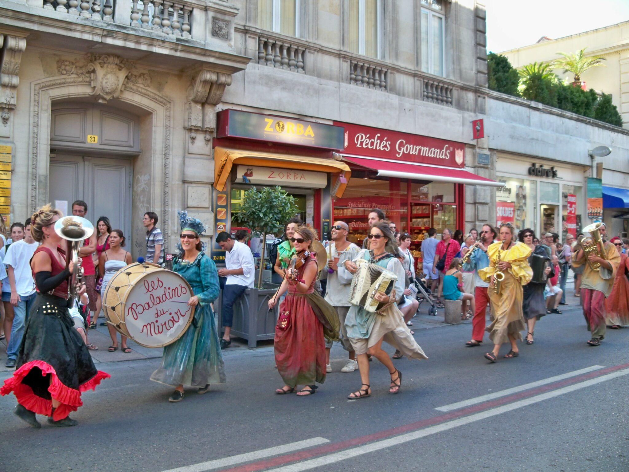 Festivals de France Avignon théâtre rues de la ville