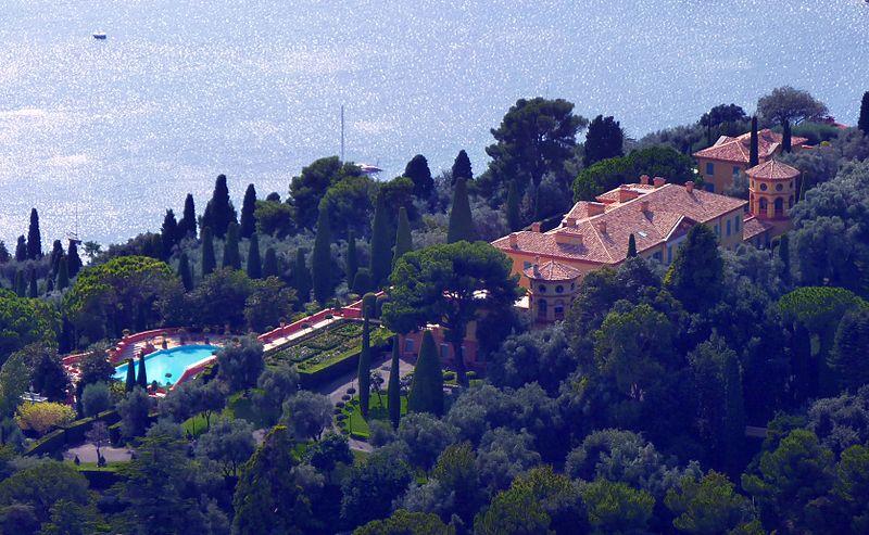 villas billionaire houses seaside france