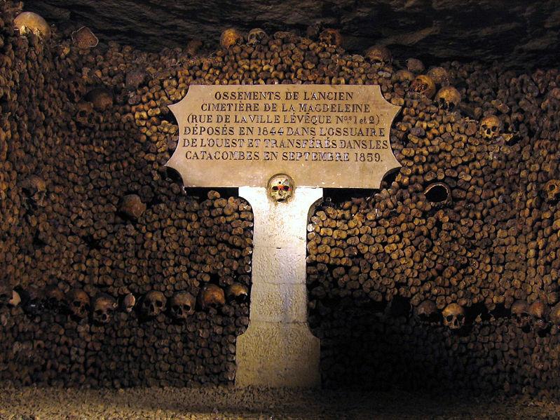 Catacombes de Paris lieux effrayants monde