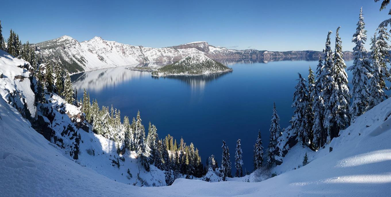 Crater Lake Etats Unis lac USA les plus beaux lacs du monde neige