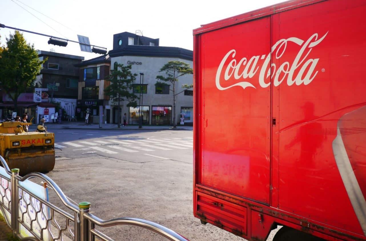 coca cola camion livraison marque boissons logos marques