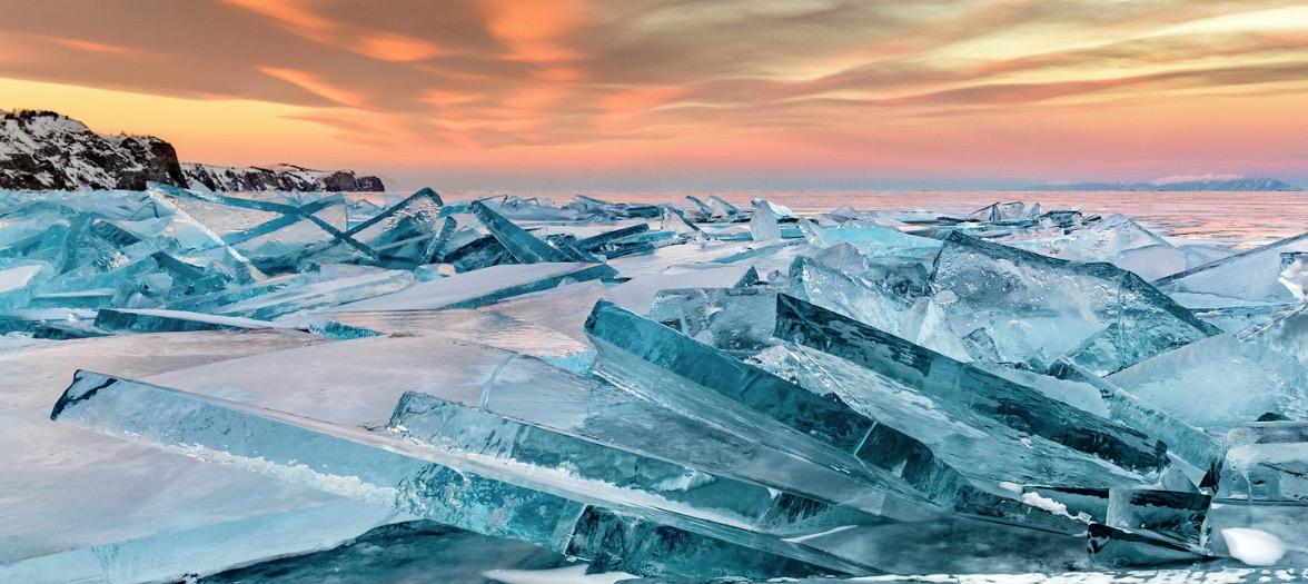 Lac Baikal en Russie glace neige froid montagne