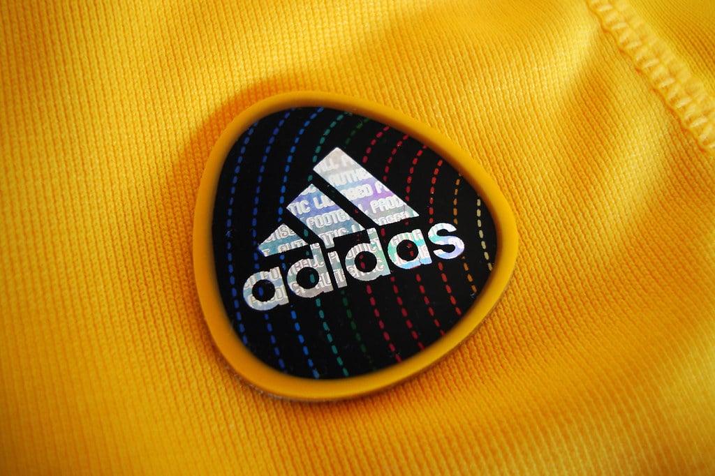 logo Adidas vêtements marque sport