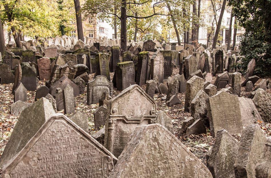 Prague cimetières lieux effrayants tombe