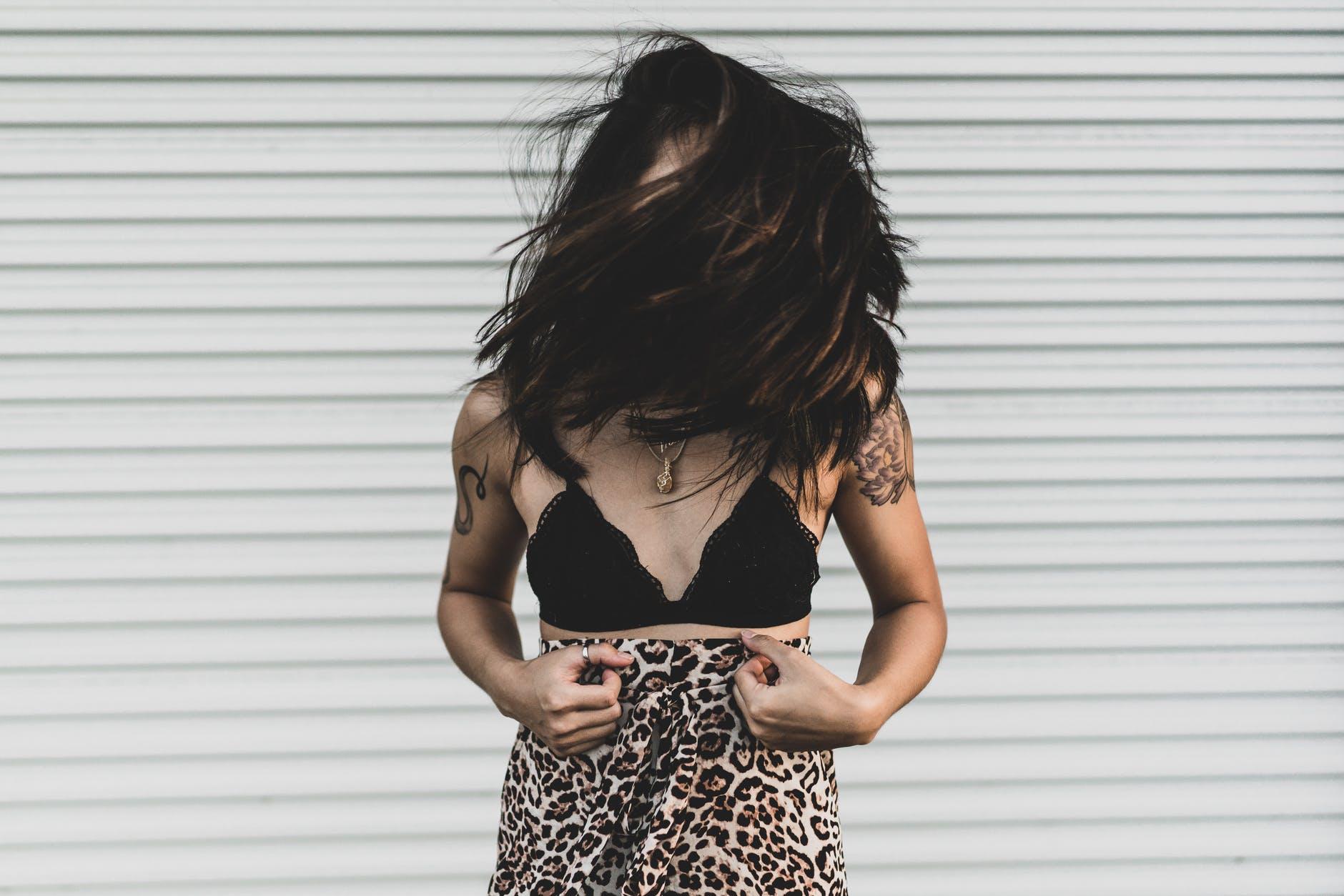 femme soutien gorge