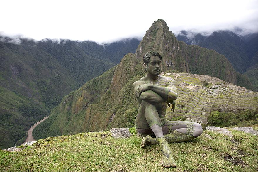 9 photos de nus peint pour se fondre dans le paysage (7)