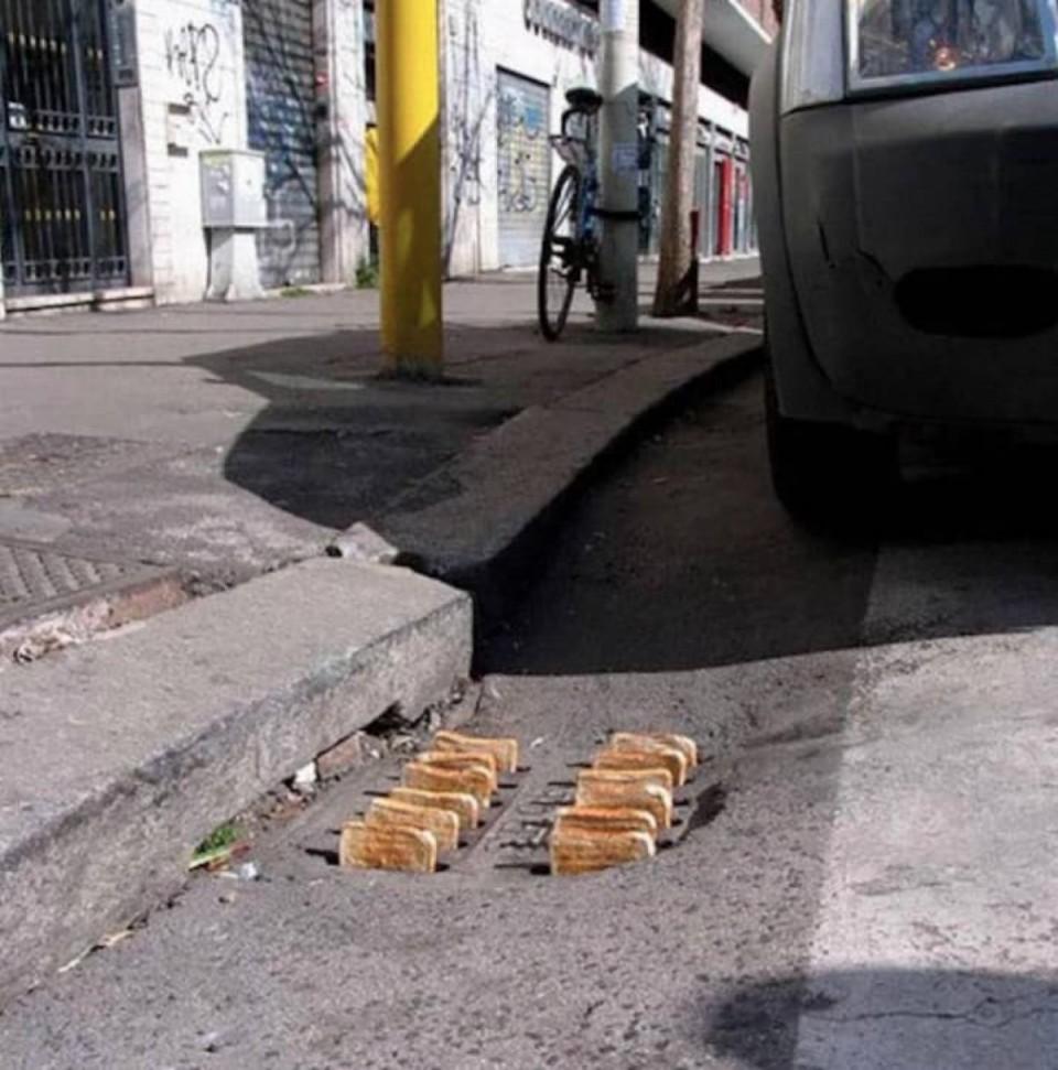 photos inexplicables grille pain bouche egout toast