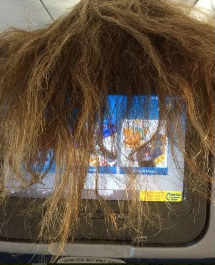 situations énervantes au quotidien cheveux avion