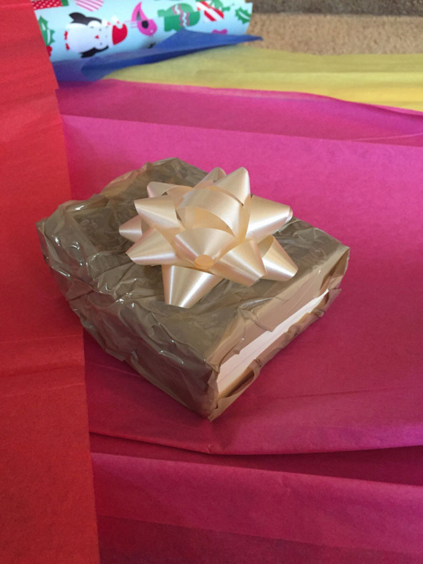 Des cadeaux de Noël empoisonnés emballage