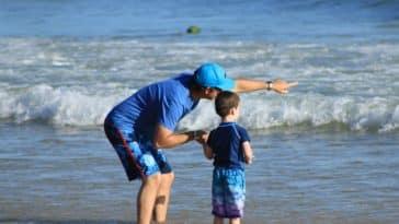 enfant parent vacances mer