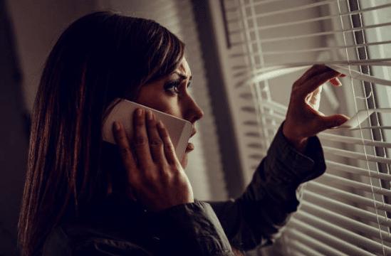 femme téléphone baby-sitter légendes urbaines terrifiantes