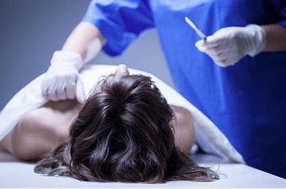 medecin mort femme cheveux