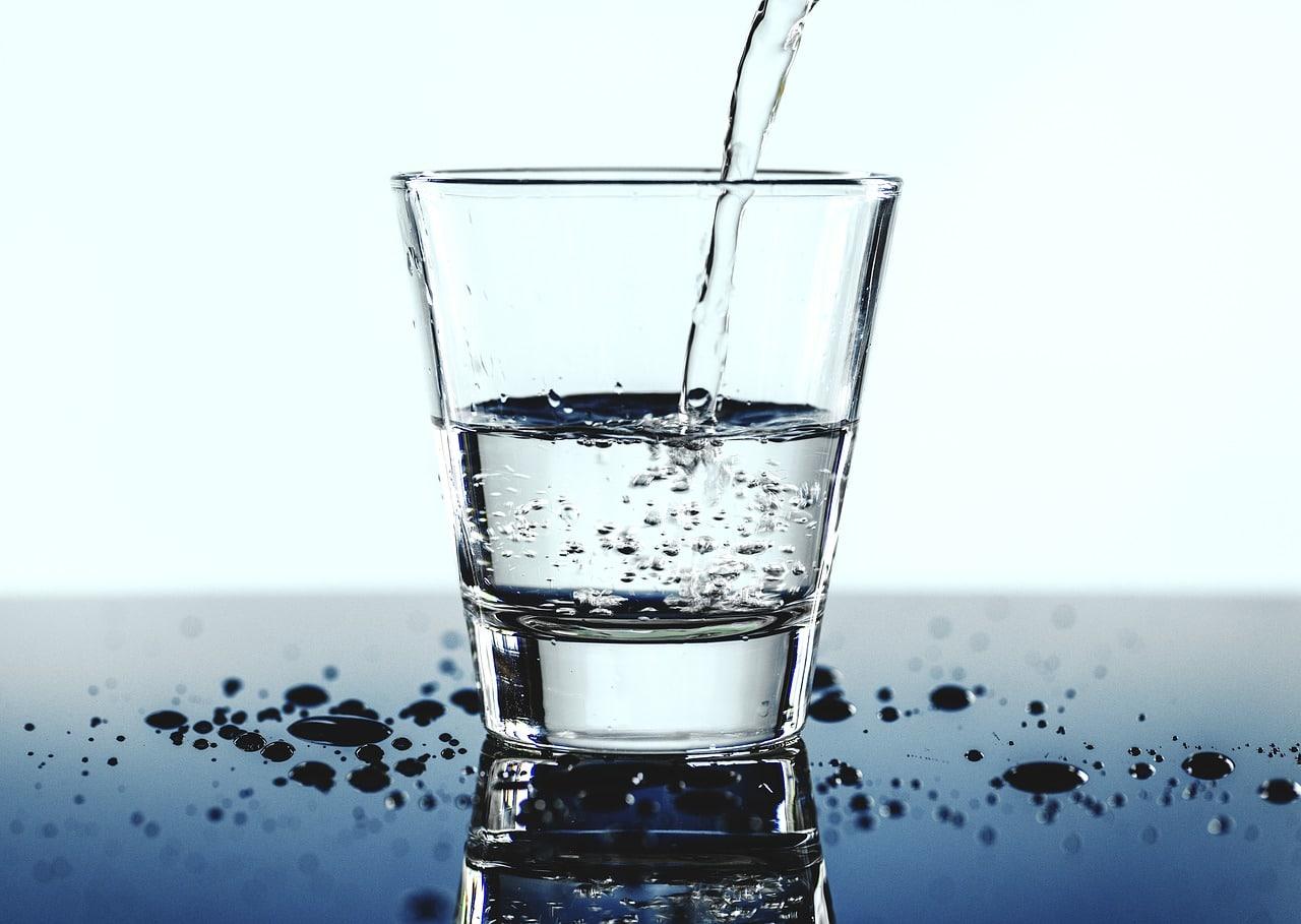 verre eau addictions étranges