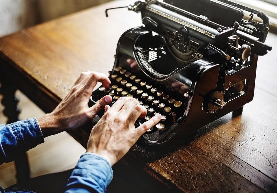 machine a ecrire objets vintage mains