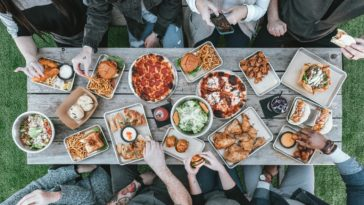 repas table nourriture plats culinaires spécialités européennes