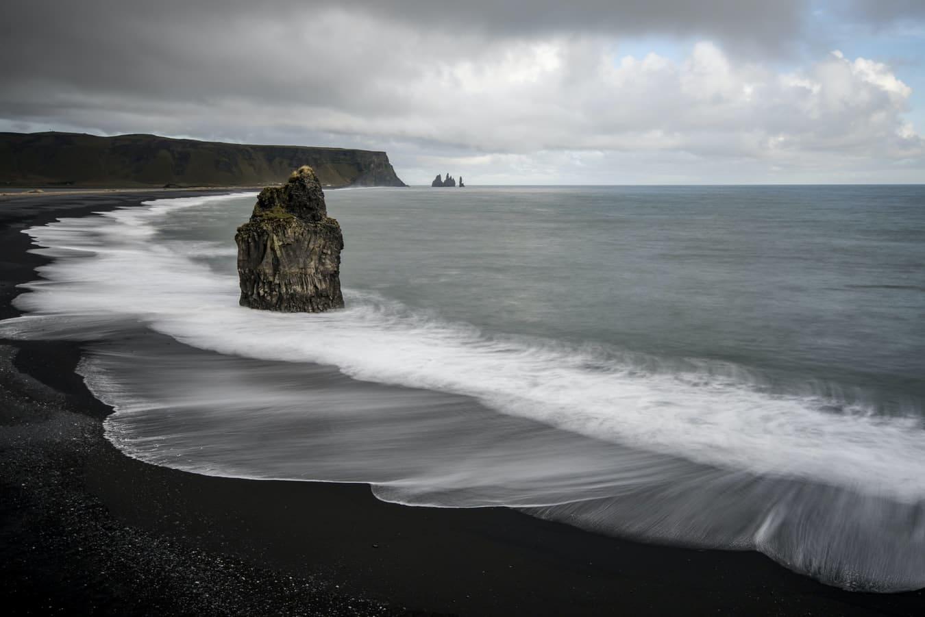 Plage sable noir cote nordique vacances en scandinavie