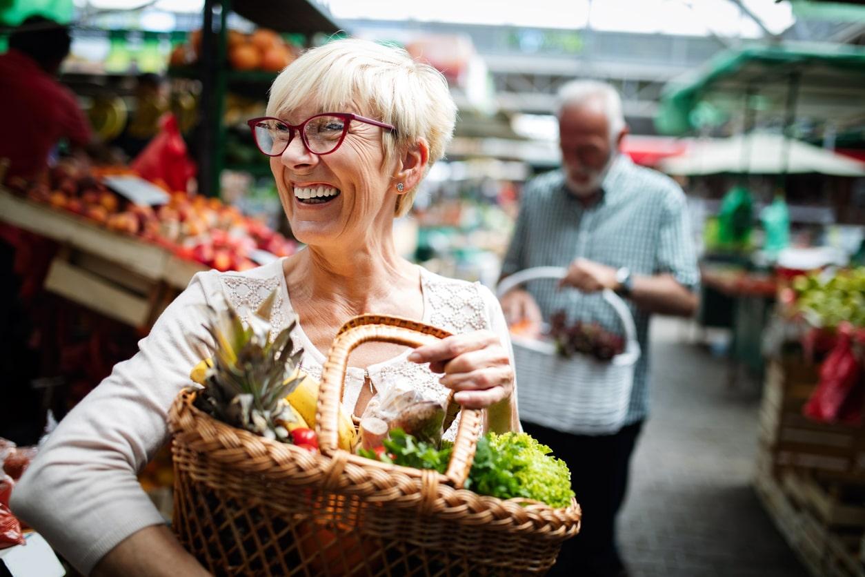 personne âgée lien social bie-être alimentation